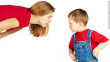 7 hành xử méo mó của cha mẹ ngăn trẻ trở thành nhà lãnh đạo