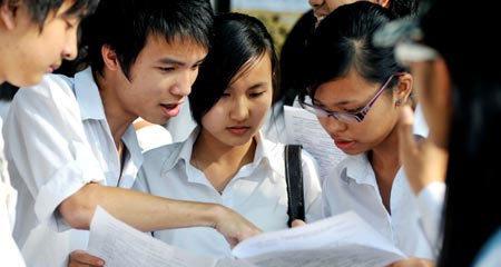 Hà Nội nắng nóng, oi bức trong kỳ thi đại học đợt 2