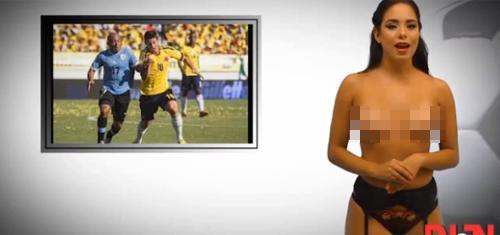 Nữ MC World Cup thoát y khi dẫn bản tin