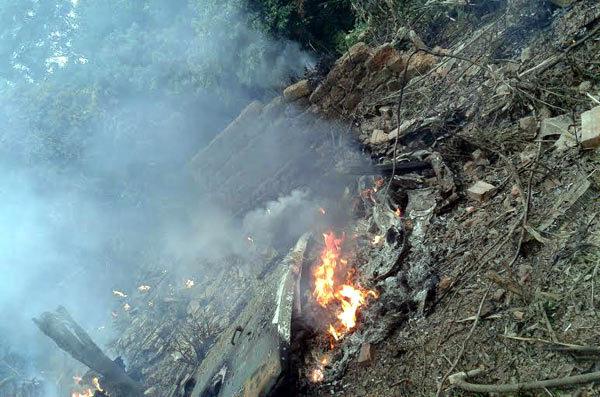 Phi công đã đưa máy bay rơi tránh khu dân cư