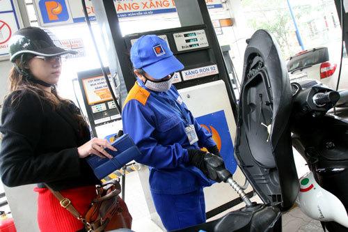 Giá xăng giảm 550 đồng/lít từ 18 giờ ngày 23-10