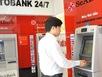 Hy hữu rút tiền ATM: Rút 500.000 được tờ 100.000