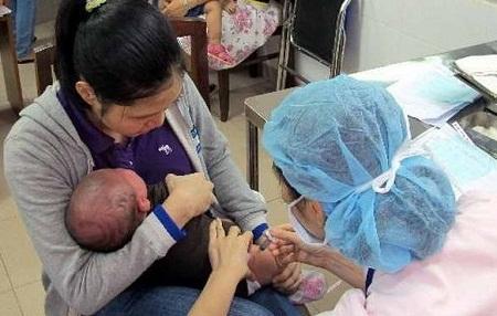 Lại có trẻ tử vong sau tiêm vắc xin