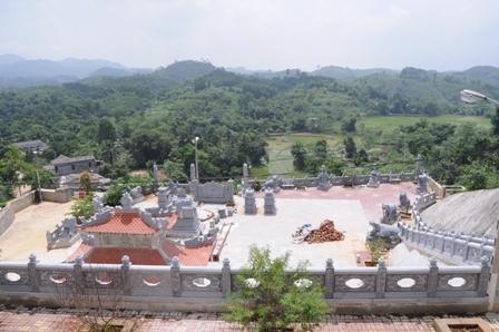 đại-gia, lăng-mộ, Yên-Bái, đồi-núi, đá, tiền-tỷ