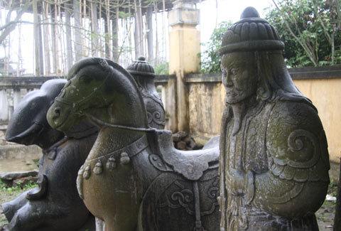 'Lạnh người' vào vùng voi - ngựa 'hóa' đá khổng lồ