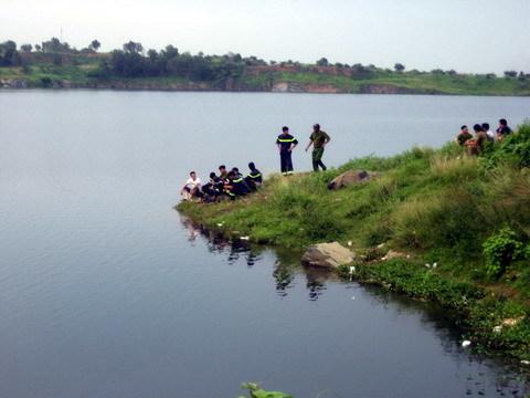 Thi bơi, thiếu niên mất tích tại 'hồ tử thần'