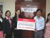 Prudential trao 100 triệu ủng hộ nạn nhân dioxin