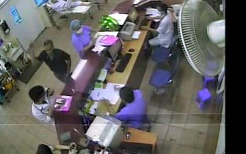Bác sỹ, BV Bạch Mai, bệnh nhân, hành hung, cấp cứu