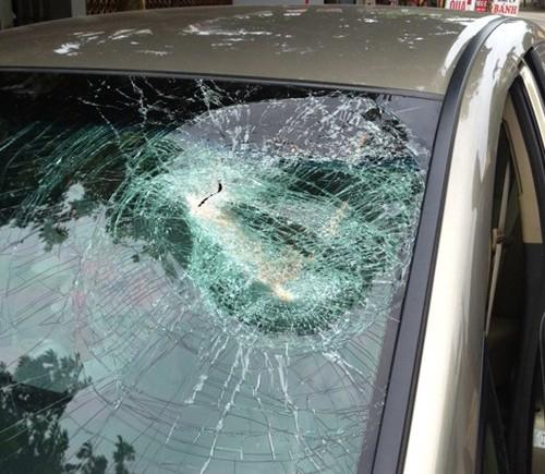 Ám ảnh Hà Nội: Đá hộc liên tục ném vỡ kính ôtô