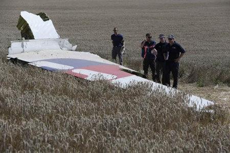 Tìm thấy thêm thi thể nạn nhân máy bay Malaysia rơi