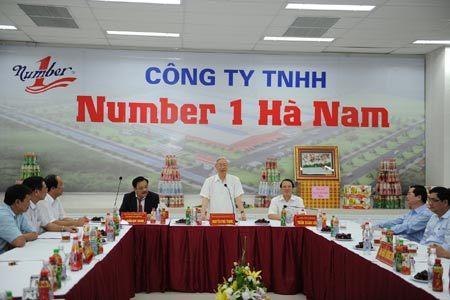 Tổng Bí thư Nguyễn Phú Trọng thăm nhà máy Number 1 Hà Nam