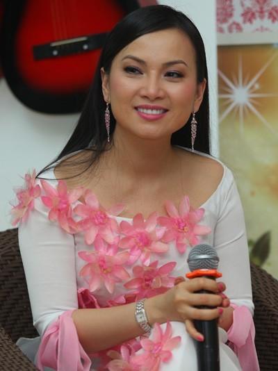 Ở tuổi 40, Hà Phương vẫn tự tin với vẻ ngoài trẻ