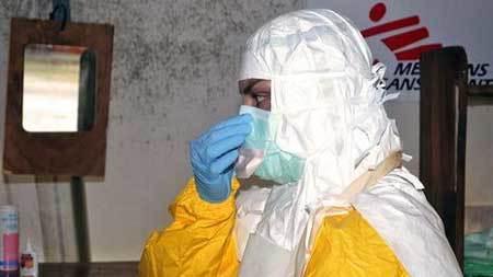 Virus nhiễm '10 người, chết 9' dễ lây lan trên máy bay?