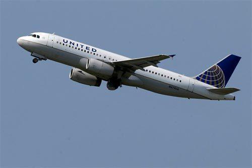 Boeing 777 của Mỹ hạ cánh khẩn vì bị cháy bếp