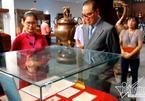 Bộ trưởng Triều Tiên dừng chân trước kỷ vật Đặng Thùy Trâm