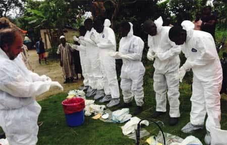 Thảm cảnh nạn nhân Ebola bị vứt thối rữa ngoài đường