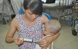 Nước mắt người mẹ và lời khẩn cầu xin 150 triệu cứu con