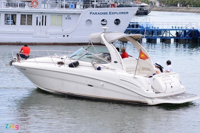 du-thuyền, chúa-đảo, Đào-Hồng-Tuyển