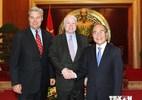 Ông John McCain ủng hộ bỏ cấm bán vũ khí sát thương cho VN