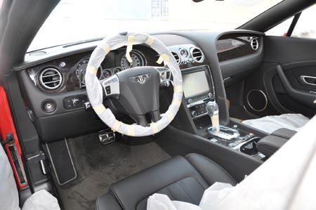 Làm ăn vào cầu, đại gia rầm rập sắm Bentley, Rolls-Royce