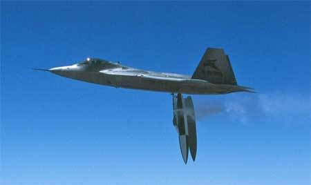 Xem máy bay F-22 Raptor tàng hình hoàn toàn