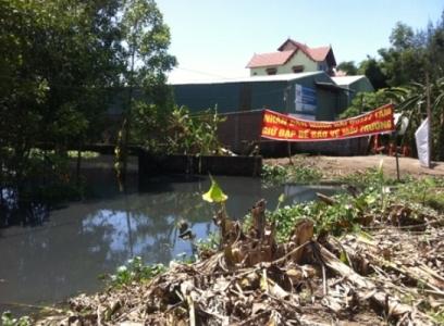Dân bắt 4 lao động chui TQ xả thải trái phép