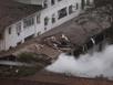 Khói bốc nghi ngút từ hiện trường rơi máy bay Brazil