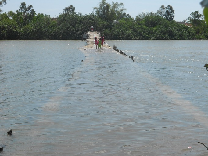 nín thở, cầu gỗ, chìm dưới nước, cầu Bến Gỗ, Bình Định