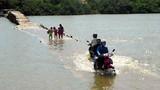 Nín thở qua cây cầu 'có một không hai' ở Việt Nam