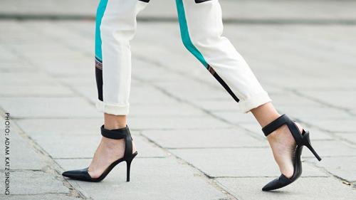 7 'nghệ thuật' bước đi trên giày cao gót