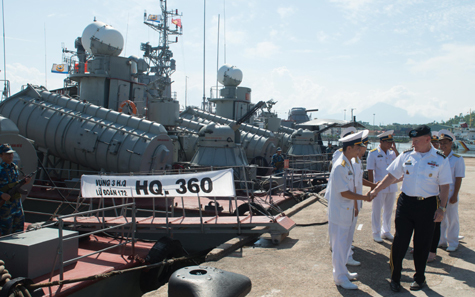 Tướng Mỹ Dempsey thăm hải quân, không quân VN