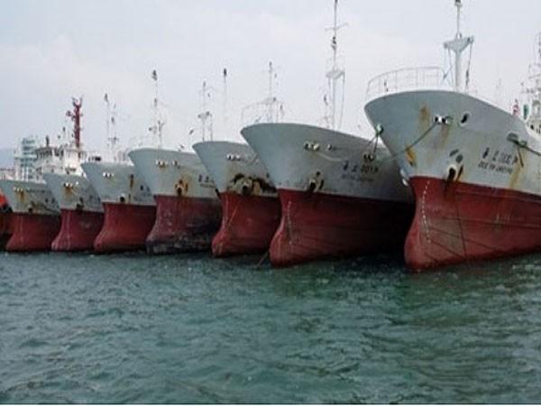 Từ chối hai đại gia mua trực thăng và tàu cũ