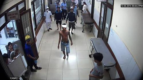 Chém nhau náo loạn bệnh viện, bắt 14 đối tượng