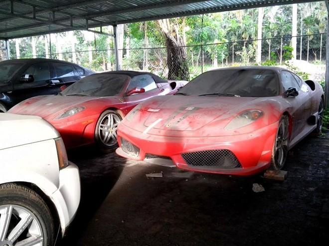Dàn siêu xe Ferrari phủ bụi, bán rẻ đại gia Việt không dám mua