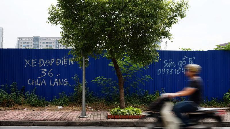 Kỷ lục: Biển quảng cáo siêu dài miễn phí ở Hà Nội