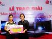 Nữ khách hàng Pico đầu tiên nhận thưởng TV OLED 3D