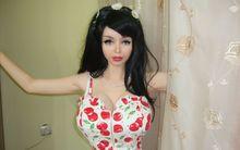 Thân hình gây tranh cãi của búp bê Barbie sống