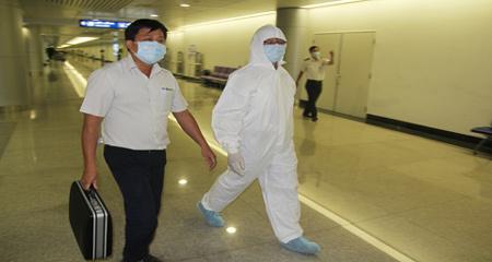 Người Việt ở tâm dịch Ebola khó về nước