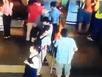 Giả gái ăn cắp ví của khách đi máy bay