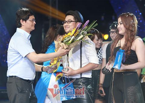 Ngựa ô Minh Tiến giành quán quân Sao Mai điểm hẹn 2014