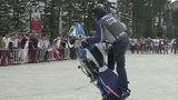 Pha biểu diễn mạo hiểm với mô tô BMW ở Hà Nội