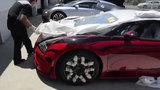 Cận cảnh quy trình vận chuyển siêu xe Bugatti hàng hiếm