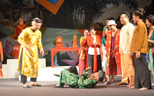 Đang tập, diễn viên co quắp trên sân khấu