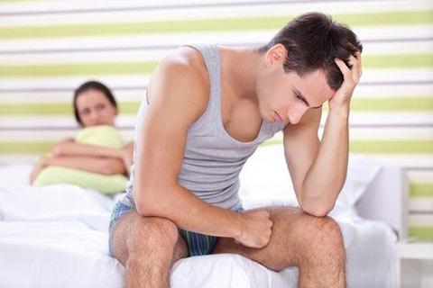 Vợ la khóc khi đốt sùi mào gà, chồng che mặt xấu hổ