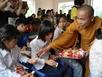 Tặng quà cho người nghèo, trẻ em tàn tật của tỉnh Lai Châu