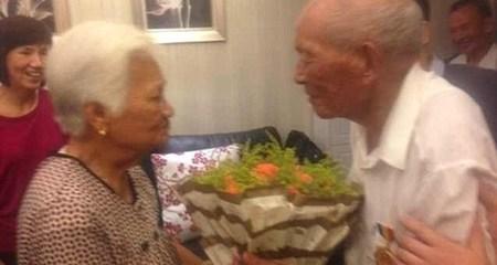 Chuyện tình kỳ diệu: Cụ ông 90 tuổi tìm được người vợ xa cách 70 năm