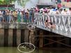 Thi thể học sinh cấp 3 nổi trên kênh Nhiêu Lộc