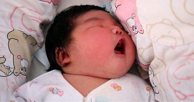 Trung Quốc: Bà mẹ hạ sinh con nặng 6,3 kg