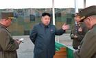 Kim Jong Un giám sát lính dù tập trận