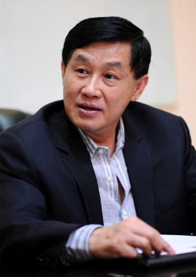 Thương vụ 'buộc phải lãi' của bố chồng Hà Tăng